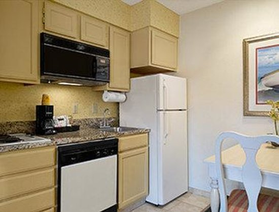 Hawthorn Suites By Wyndham Jacksonville: Kitchen