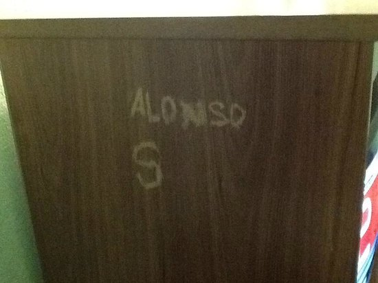 Desert Hills Motel : Graffiti carved into TV cabinet