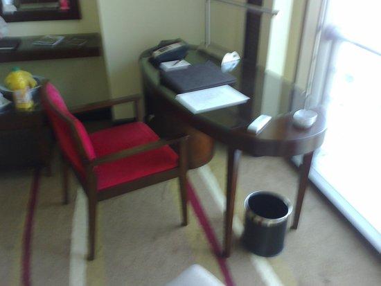 Sofitel Al Khobar The Corniche : Working desk