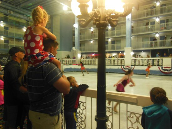 Carousel Ice Skating Rink : Ice Skating Show