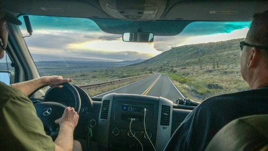 Hawaii Forest and Trail : Driving down to where the lava has made new land in the sea!