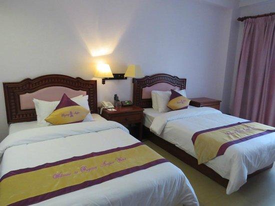 Regency Angkor Hotel : The bedroom