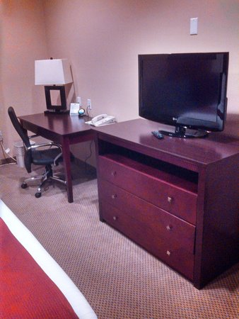 Holiday Inn Express Hotel & Suites Los Angeles Airport Hawthorne : Desk & TV