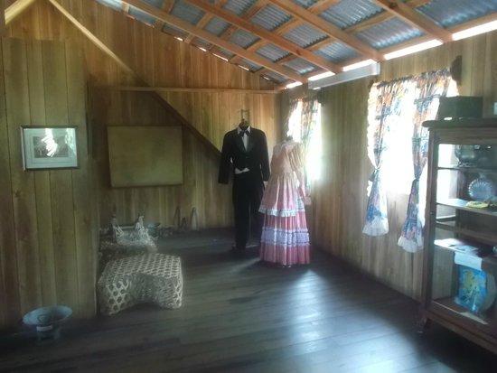 Casa Museo Isleña  : Trajes  tipicos de la  epoca