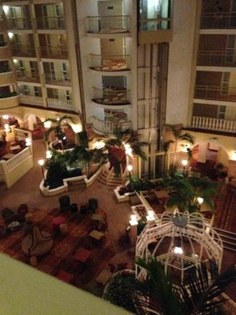 Embassy Suites by Hilton Orlando - North: the view of the floor at night