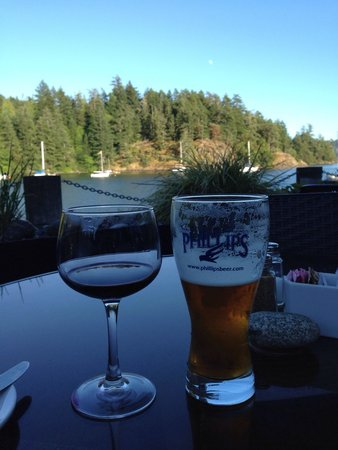 Stickleback West Coast Eatery : A lovely evening on the patio.