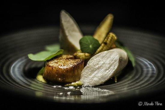 Reserve Restaurant Cellar: Sous Vide Chicken, sweet corn veloute, seared scallops, prawn cracker