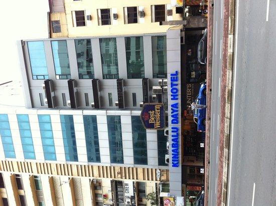 Kinabalu Daya Hotel: View from Jalan Pantai