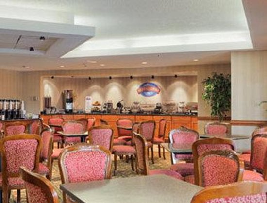 Baymont Inn & Suites Warren MI : Breakfast Area