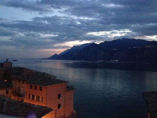 Hotel Excelsior Bay: Sunset in Malcesine