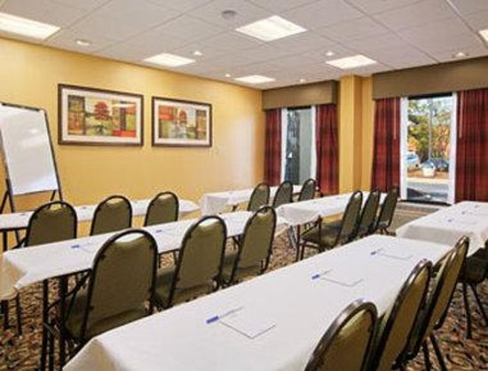 Baymont Inn & Suites/Camp Lejeune : Meeting Room