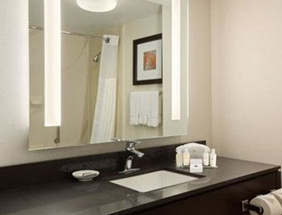 Wingate by Wyndham Los Angeles International Airport LAX: Bathroom