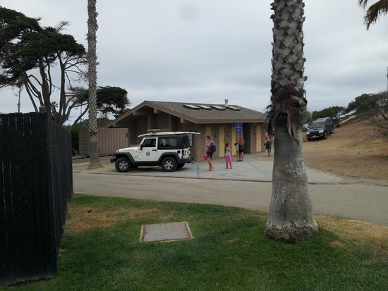 San Elijo State Beach Campground: Restrooms, showers