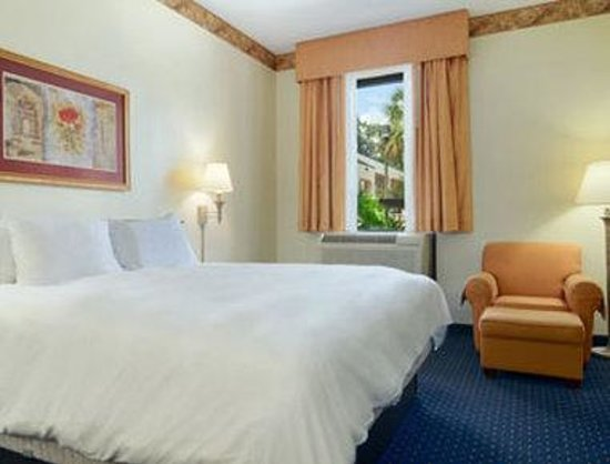 Baymont Inn & Suites Tallahassee: Suite