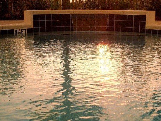 Hampton Inn & Suites Destin-Sandestin: Pool Waterfall