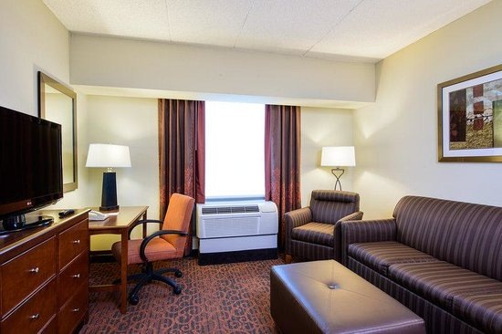 Hampton Inn Philadelphia Center City - Convention Center: Guest Suite Living Area