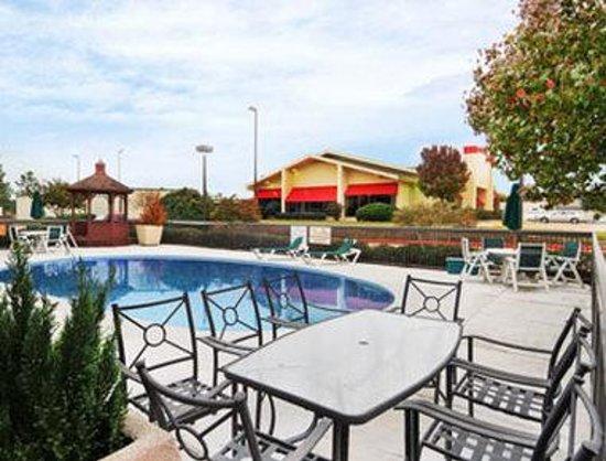 Photo of Baymont Inn and Suites Texarkana