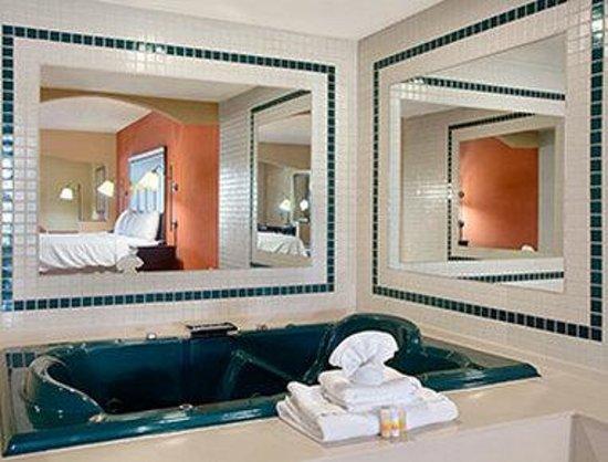 Days Inn Longview South: Jacuzzi Suite