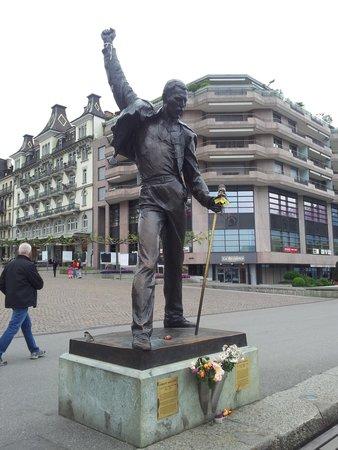 Grand Hotel Suisse Majestic: Statue of Freddy Mercury