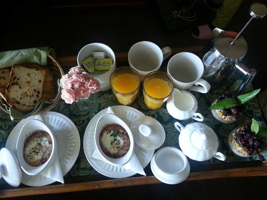 moments Mountain Retreat: Breakfast served to your room,