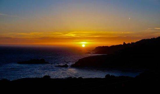Timber Cove Resort: Sunset 1