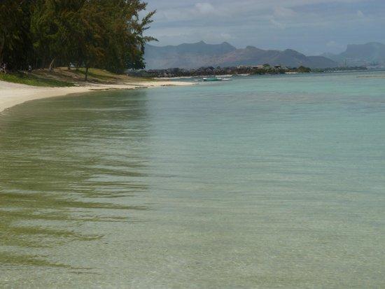 Victoria Beachcomber Resort & Spa: θαλασσα