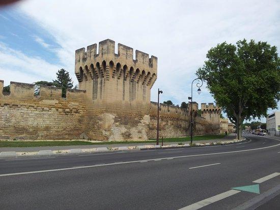 Novotel Avignon Centre : The wall of the Inner City..