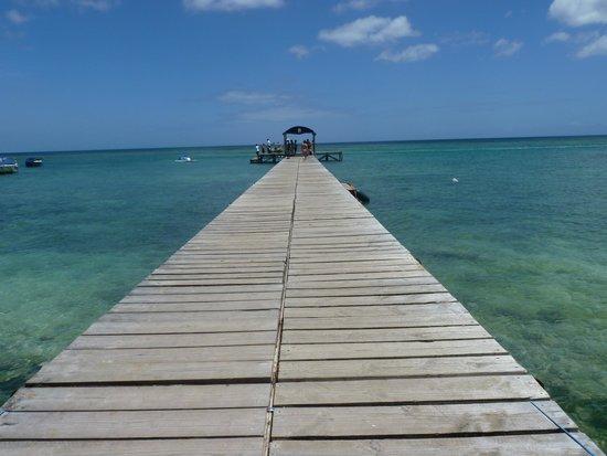 Victoria Beachcomber Resort & Spa: παραλια