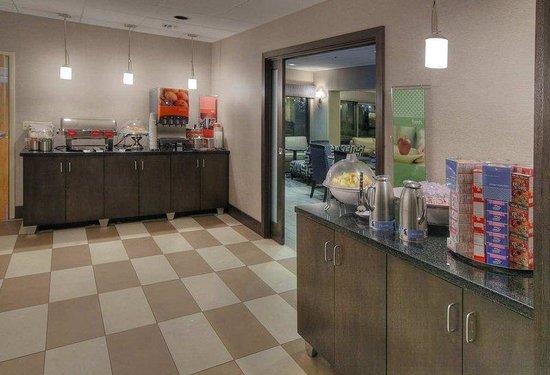 Hampton Inn Tuscaloosa -East: Breakfast Area