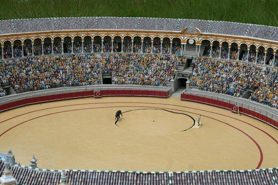 Mini-Europe: Plaza de toros manifiestamente mejorable