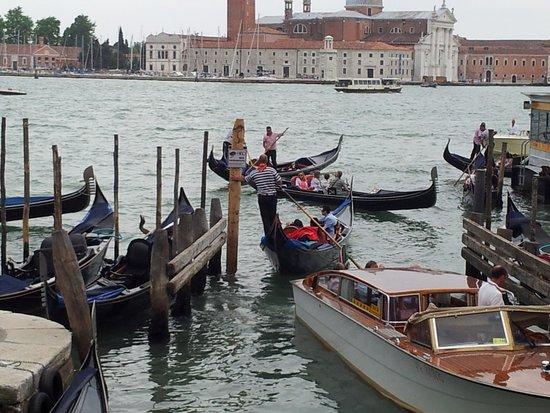 Hotel Savoia & Jolanda: Gondolas everywhere!!