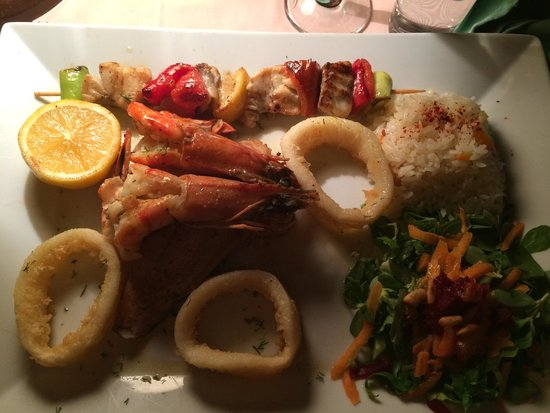 Fish Terrace : Fisherman's feast, really yummy!!