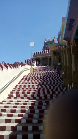 Karaikudi, India: Kunnakudi Murugan Temple Steps