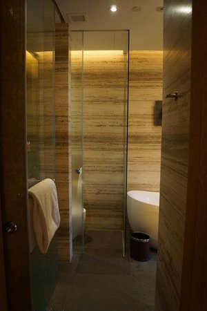 Le Meridien Singapore, Sentosa: Open Concept Bathroom