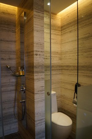 Le Meridien Singapore, Sentosa: Open-concept bathroom