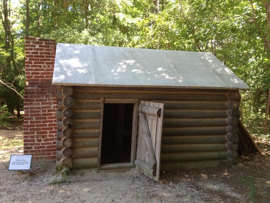 Petersburg National Battlefield Park: Replica of soldier's quarters
