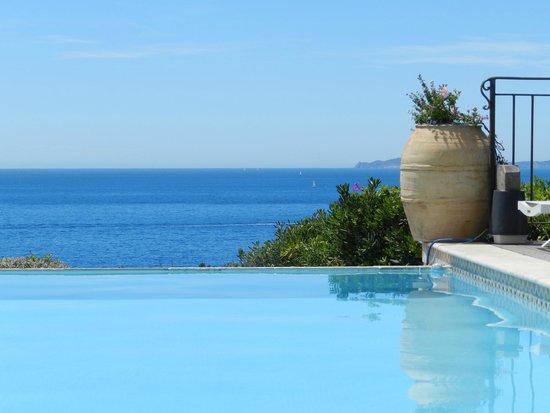 Les 3 Iles: view vanaf zwembad