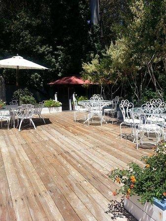 Monarch Cove Inn: Private deck and hot tub