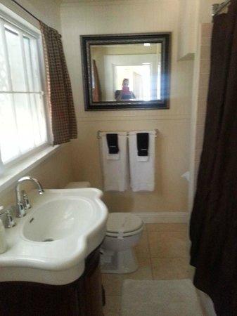 Monarch Cove Inn : Bathroom