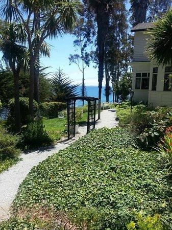 Monarch Cove Inn : Stunning view of Monterey Bay