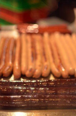 Wurstelstand am Hohen Markt: Les saucisses en train de cuire !!!!