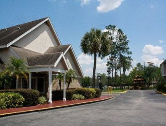 Hawthorn Suites By Wyndham Orlando International Drive: Gate House