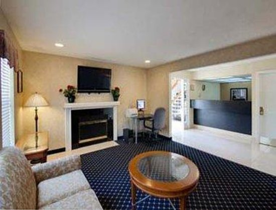 Hawthorn Suites by Wyndham Airport Columbus East: Lobby