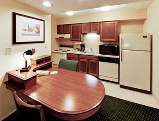 Hawthorn Suites by Wyndham Miamisburg/Dayton Mall South: Kitchen