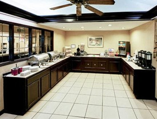 Hawthorn Suites by Wyndham Dayton North: Breakfast Setup