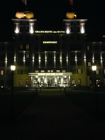 Kempinski Grand Hotel des Bains St. Moritz : View from the hotel lawns