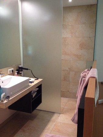 Landhotel Restaurant Wilder Mann: Salle d eau  avec accès direct a la chambre