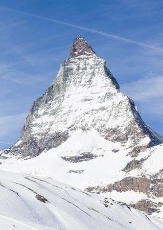Breuil-Cervinia Ski Area: La grande montagna e il piccolo sciatore