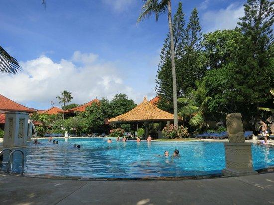 Bali Tropic Resort and Spa: И еще раз бассейн)