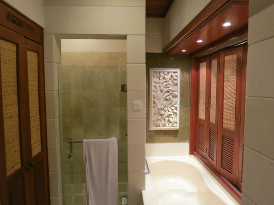 Bali Tropic Resort and Spa: Ванная